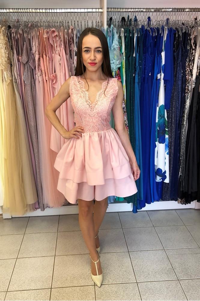 Krátke ružové šaty s dvojitou áčkovou sukňou