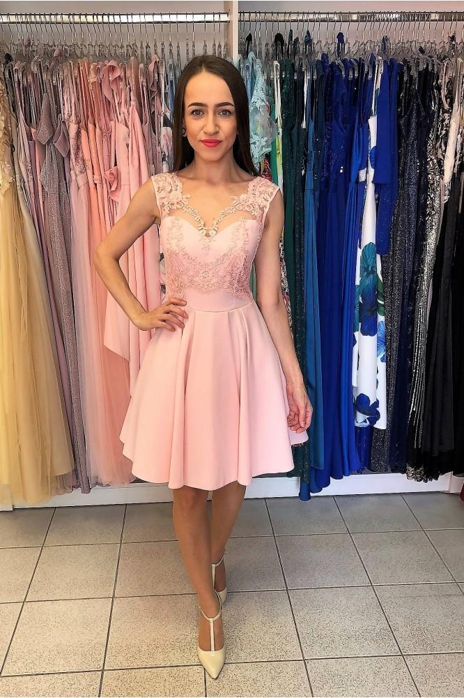Krátke ružové áčkové šaty s čipkou