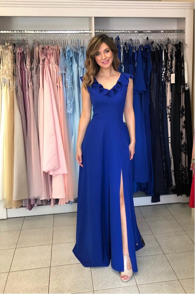 Dlhé modré šaty s volánikom a rozparkom