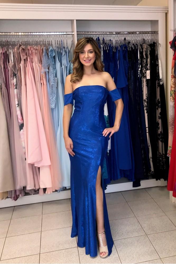 Dlhé obtiahnuté modré šaty s rozparkom