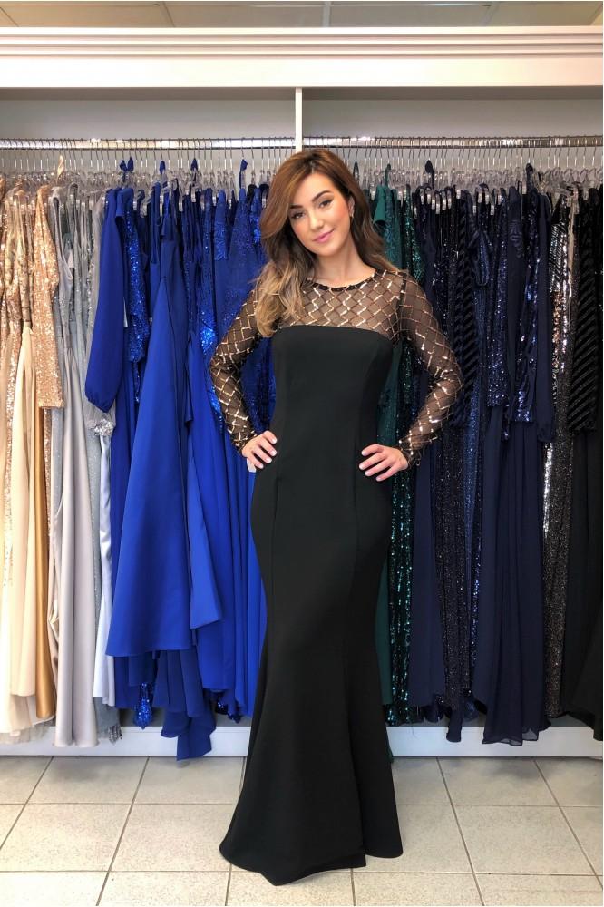 Spoločenské čierne šaty s odhaleným chrbátom