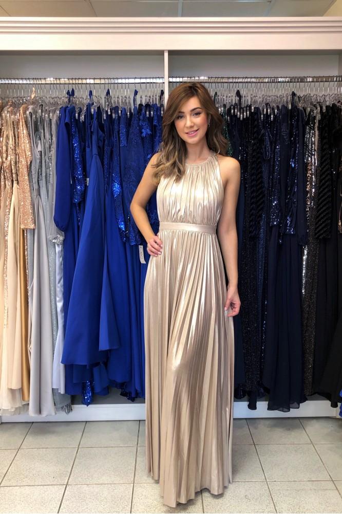 Zlaté spoločenské šaty s odhaleným chrbátom