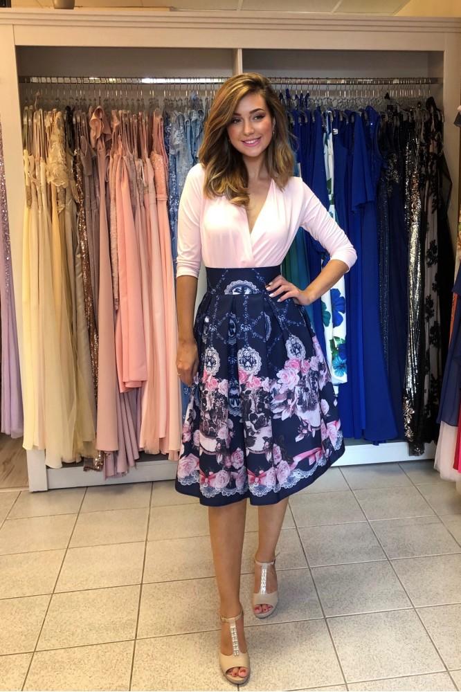 Krátka tmavo-modrá suknička s ružovým vzorom
