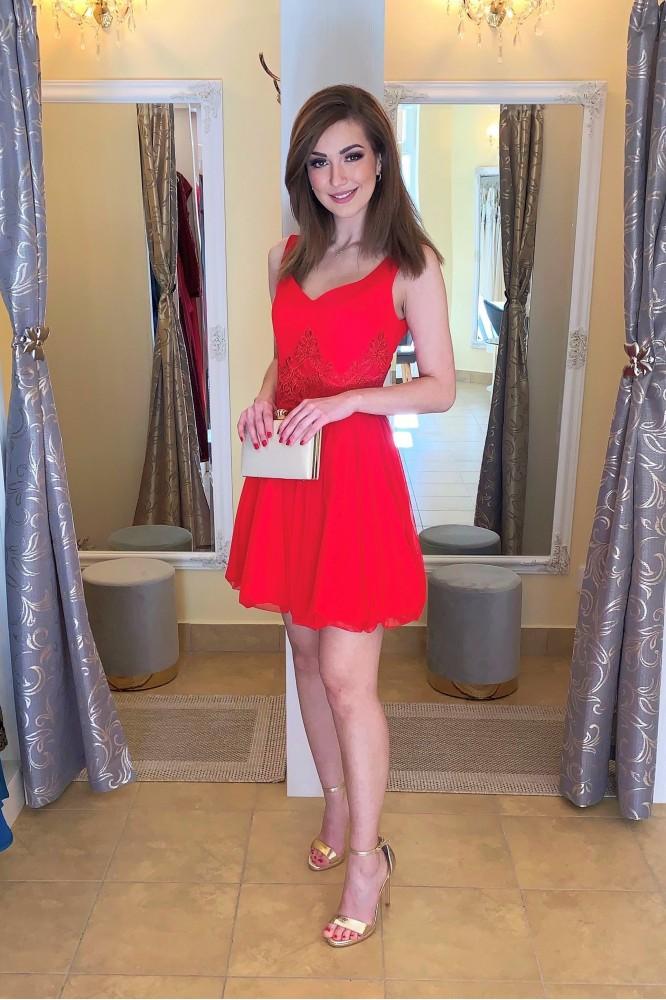Krátke spoločenské červené šaty s tylovou sukňou