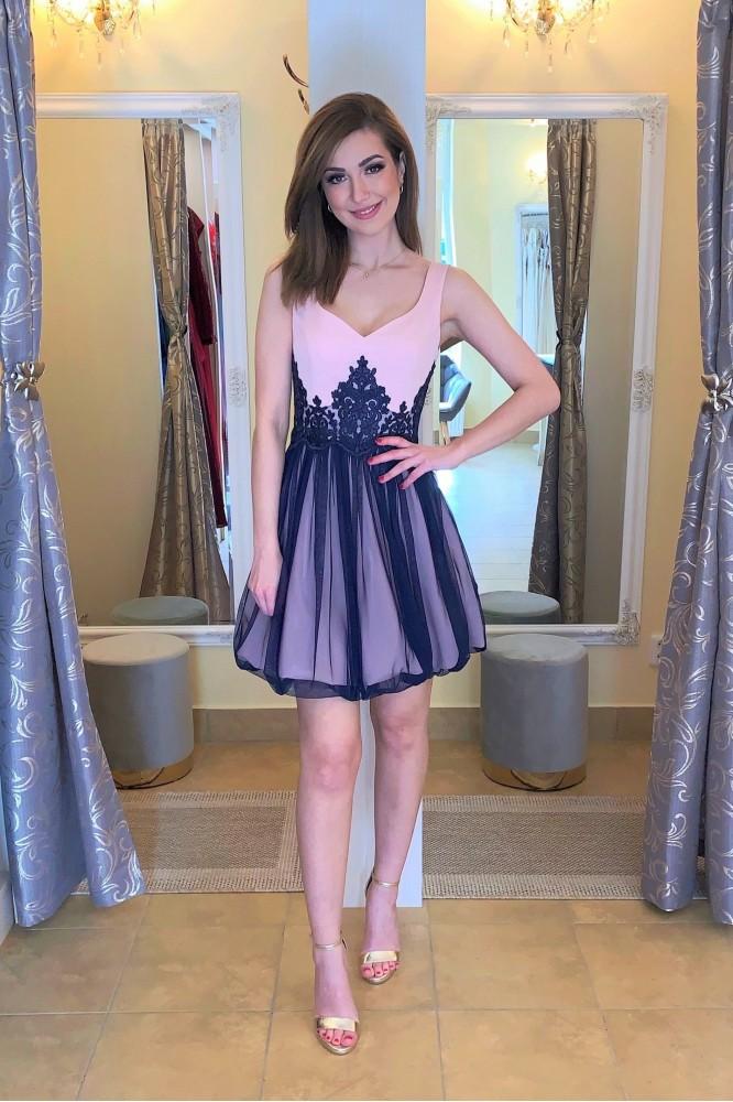 Krátke ružovo-modré spoločenské šaty s krajkou