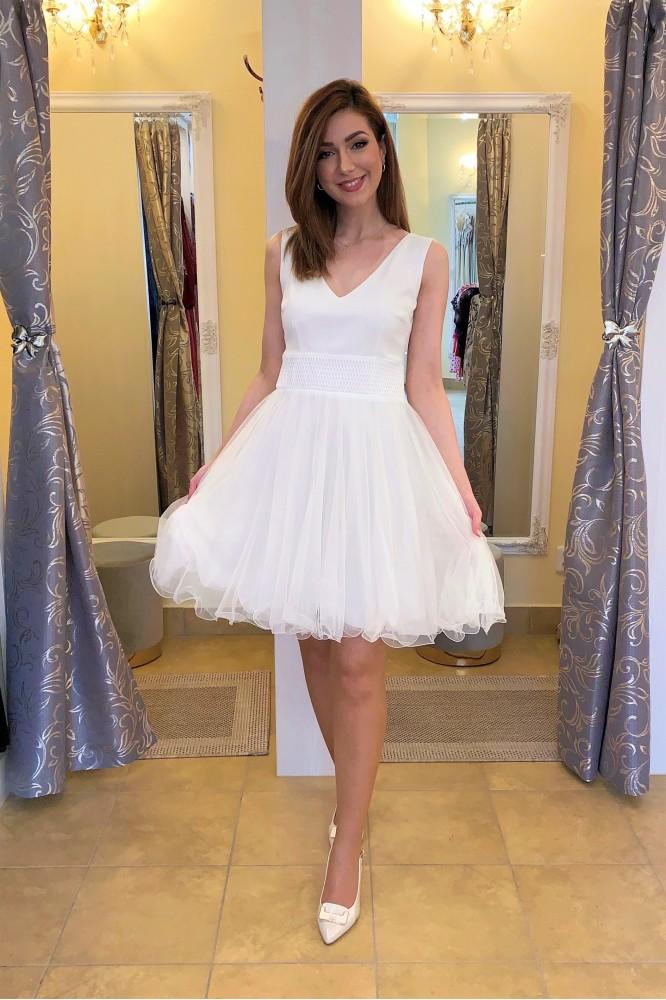Biele krátke spoločenské šaty s tylom