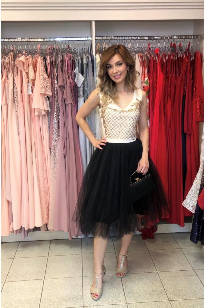 Zlato-čierne spoločenské šaty s tylovou sukňou