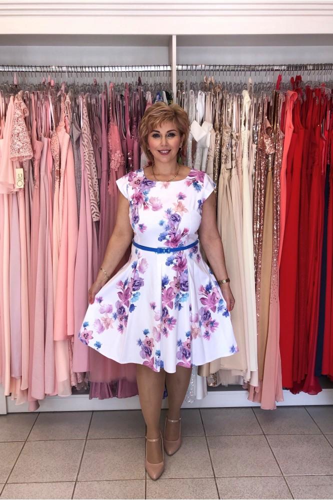 Krátke kvetované letné šaty s opaskom