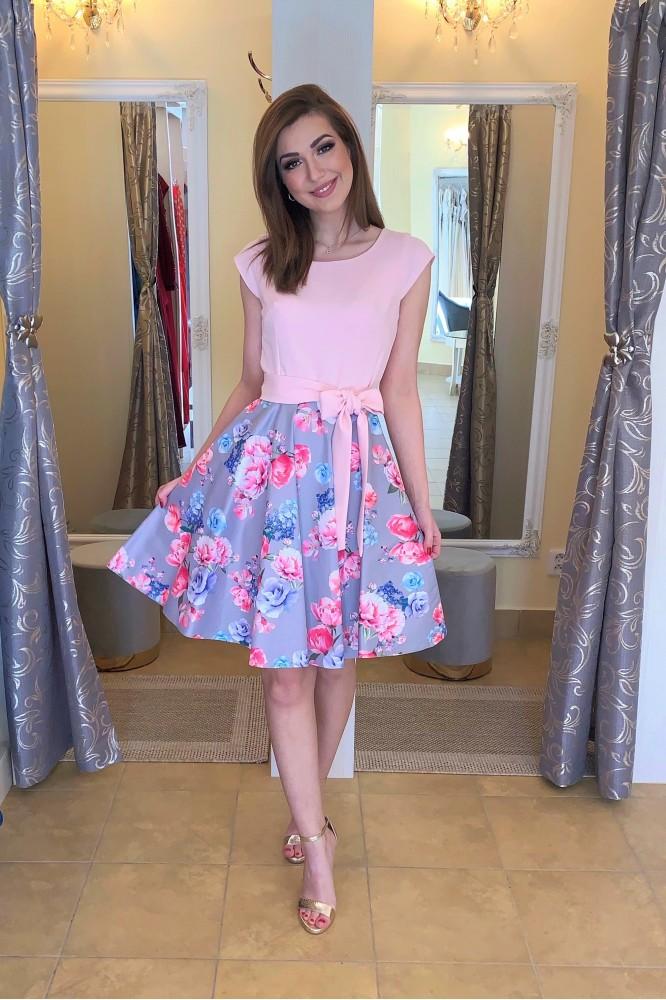 Krátke letné ružové šaty s kvetmi