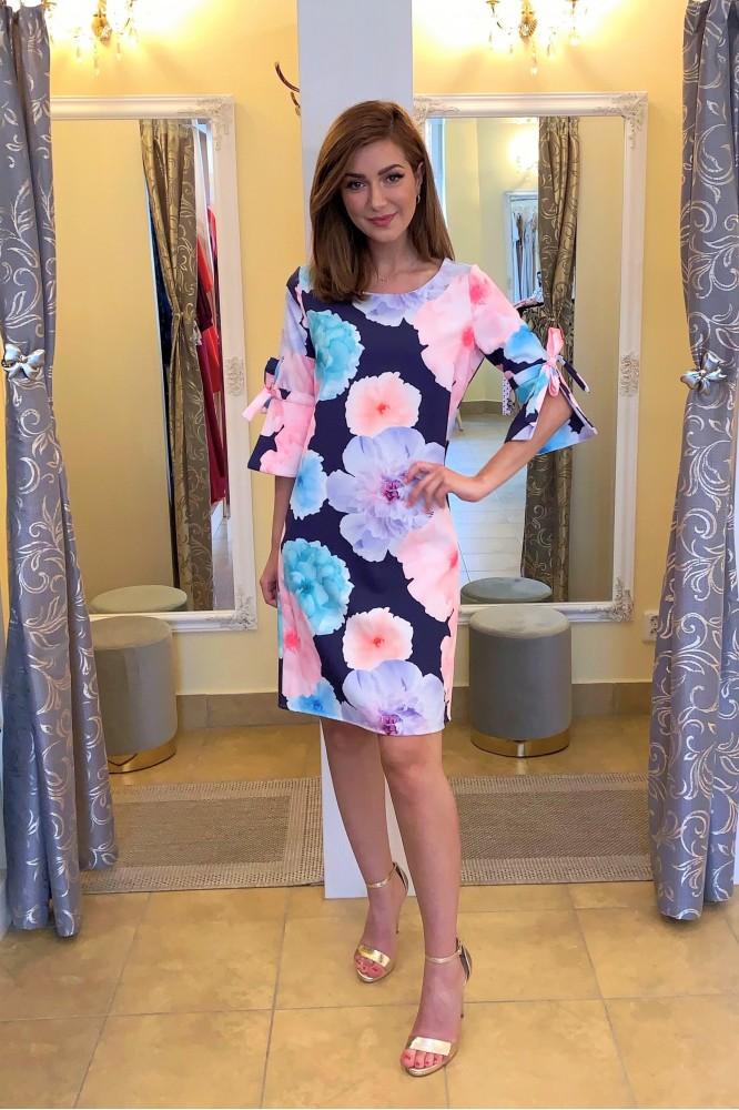 Krátke tmavo-modré letné šaty farebné kvety