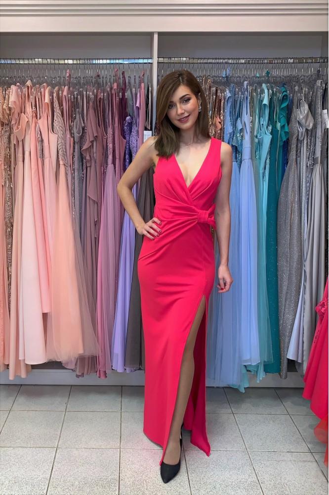 Dlhé ružové spoločenské šaty s rozparkom