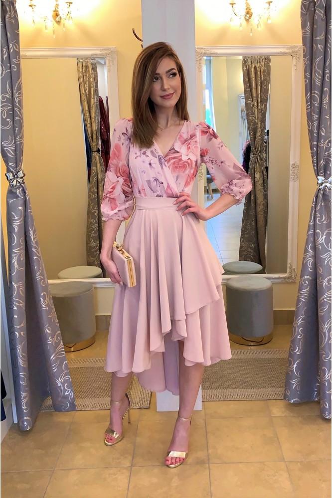 Asymetrické ružové šaty s kvetmi