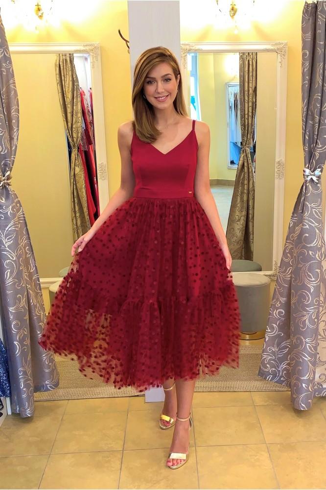 Spoločenské midi šaty s tylom burgundi dots