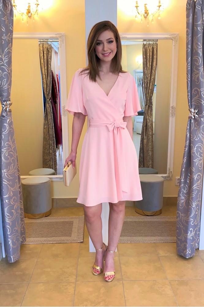 Svetlo-ružové krátke spoločenské šaty