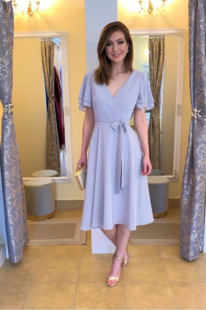 Sivé spoločenské midi šaty zo šifónu