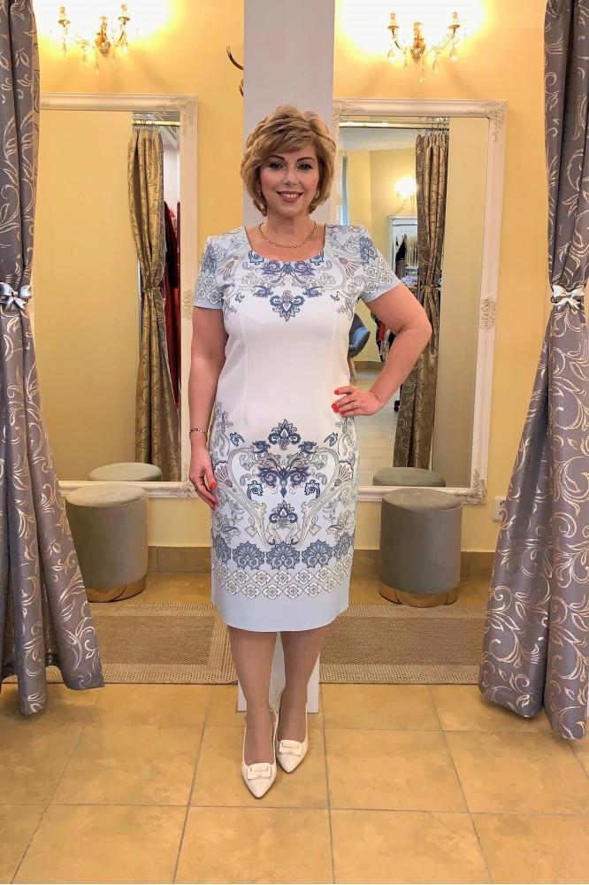 Bielo-modré elegantné šaty so vzorom