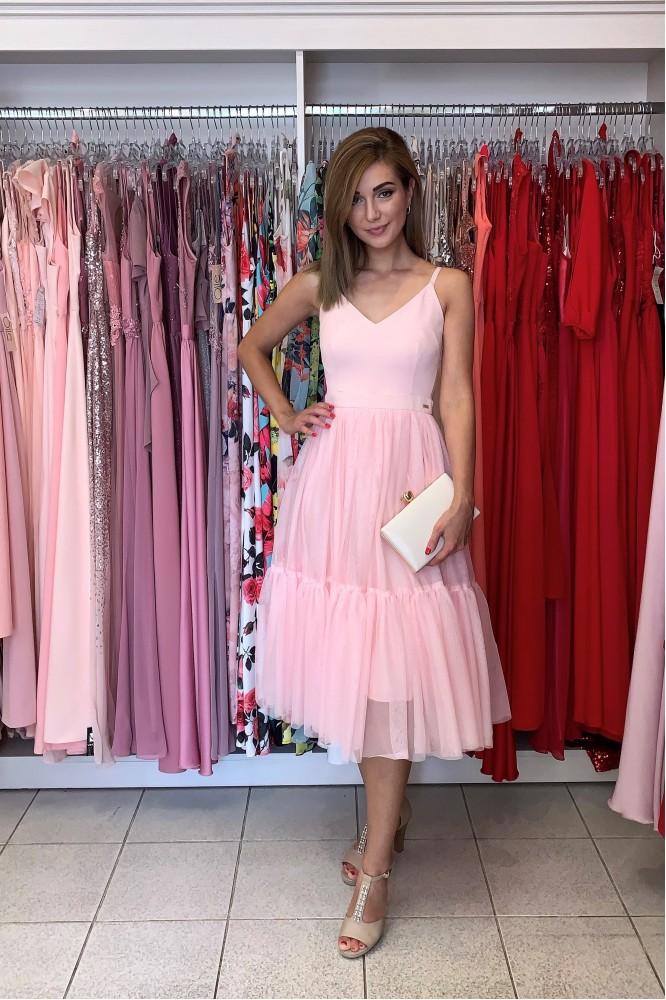 Svetlo-ružové midi šaty s tylom