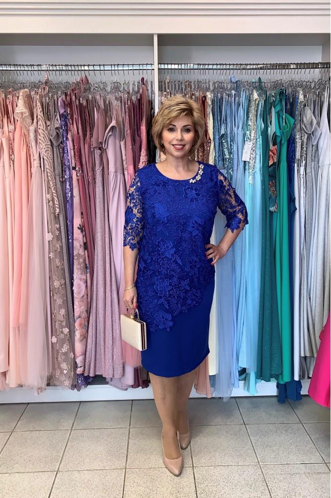 Krátke modré šaty s čipkou svadobná mama