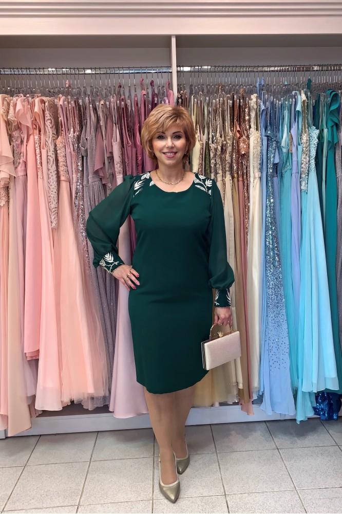 Krátke zelené puzdrové šaty s dlhým rukávom