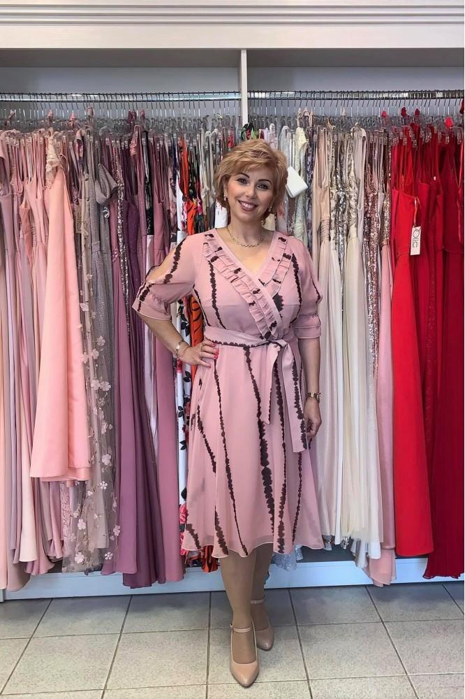 Ružové krátke šifónové šaty prestrihnuté v páse