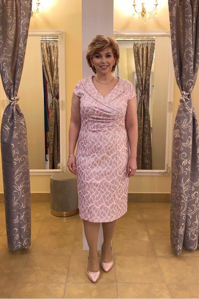 Fialovo-ružové spoločenské šaty pre svadobnú mamu
