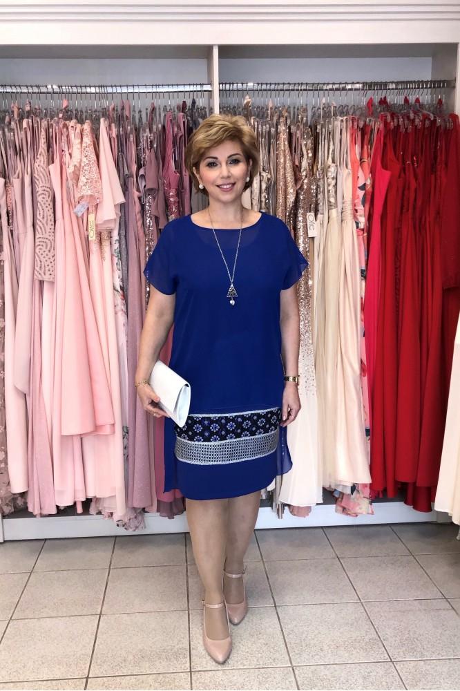 Modré dvojdielne šaty s kvetovaným detailom