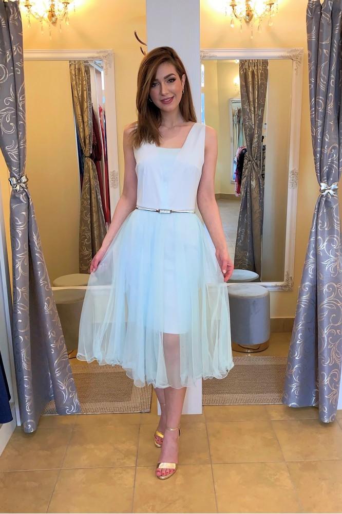Svetlo-modré midi šaty s tylom